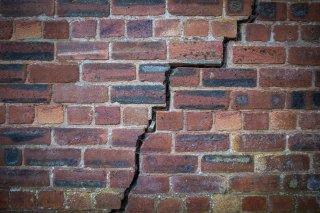 Qu'est-ce qu'une fissure de fondation? Peut-elle endommager votre maison?