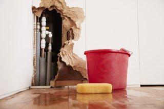 Fissures de fondation : Réparez-les, pour éviter les infiltrations d'eau !